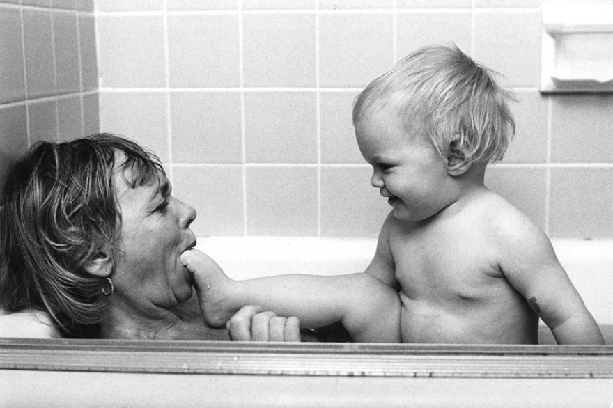 Box Of Forgotten 50-Year-Old Photos Shows How Motherhood Used To Be