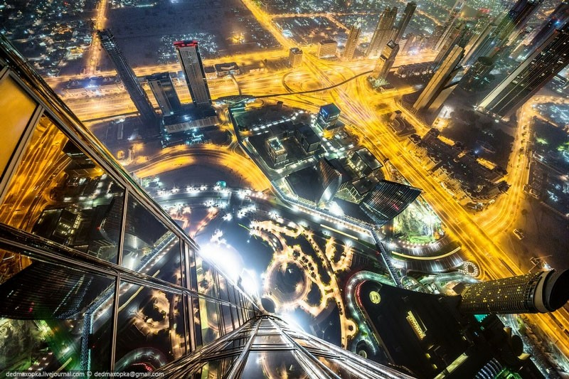 84 Dizzying Photographs That Urban Climbers Risk Their Lives To Take