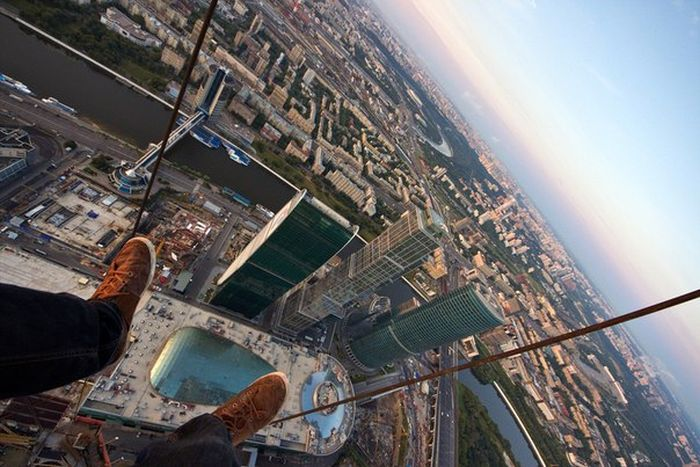 41 Death-Defying Photos That Will Make Your Heart Skip A Beat