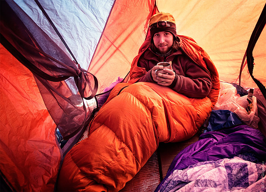 Traveling Photographer Captures Breathtaking Views From His Tent Every Morning