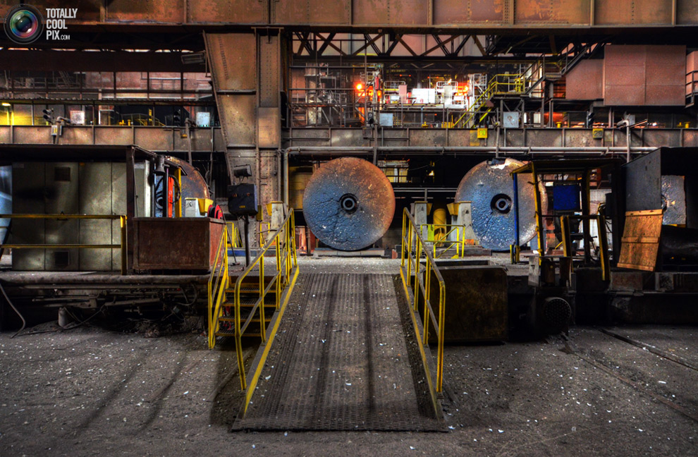 Urban Explorer Explores Abandoned Steel Plant After Hearing Alarm