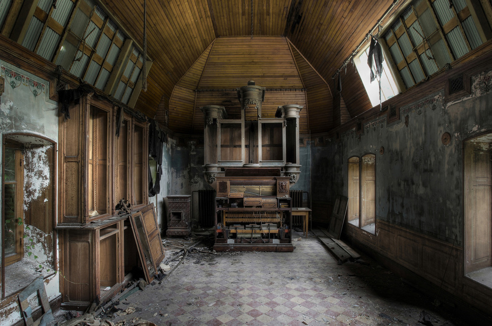 38 Haunting Images Of Abandoned Places In The World