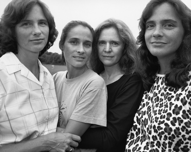 4 Sisters Took The Same Photo Every Year For 43 Years