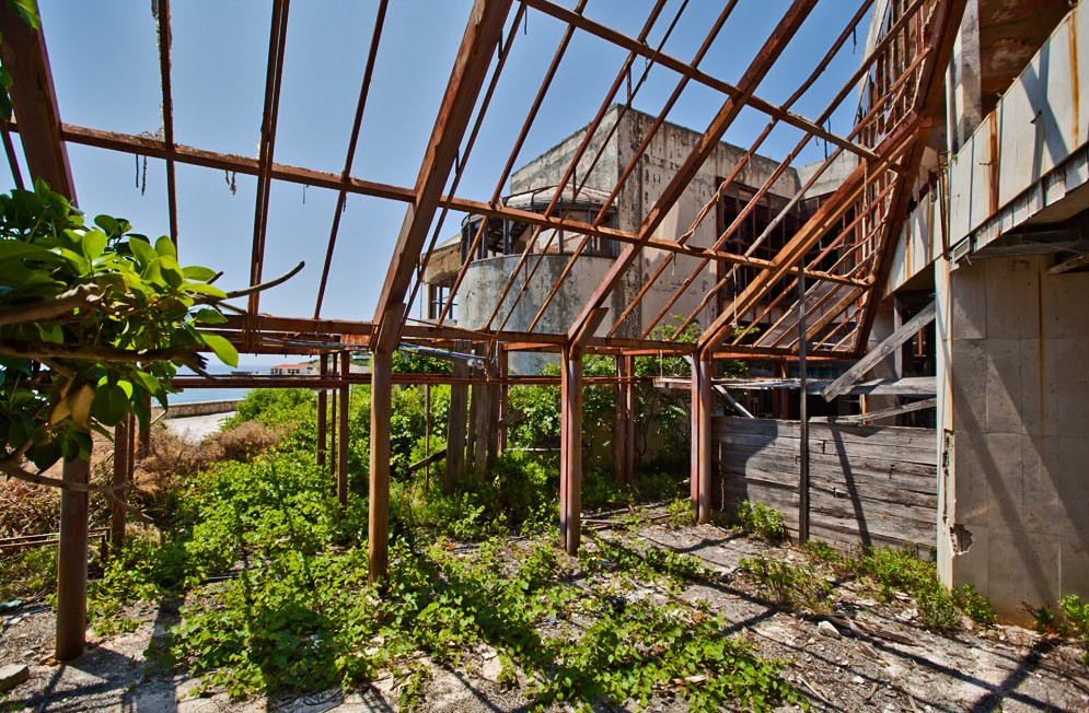 'Bay Of Abandoned Hotels' Is A Billion Dollar Luxury Resort Torn Apart By 20 Days Of War