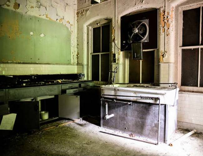 11 Creepy Photos Of Abandoned Morgues With Even Creepier Stories Behind Each One