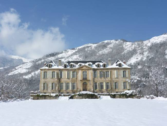 This Abandoned French Mansion Is A 92 Room Piece Of Art