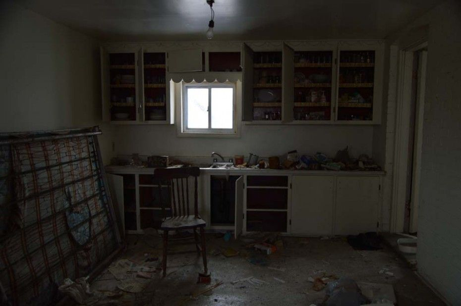Photographer Finds A Hidden Stash Of Almost $7,000 In An Abandoned Home