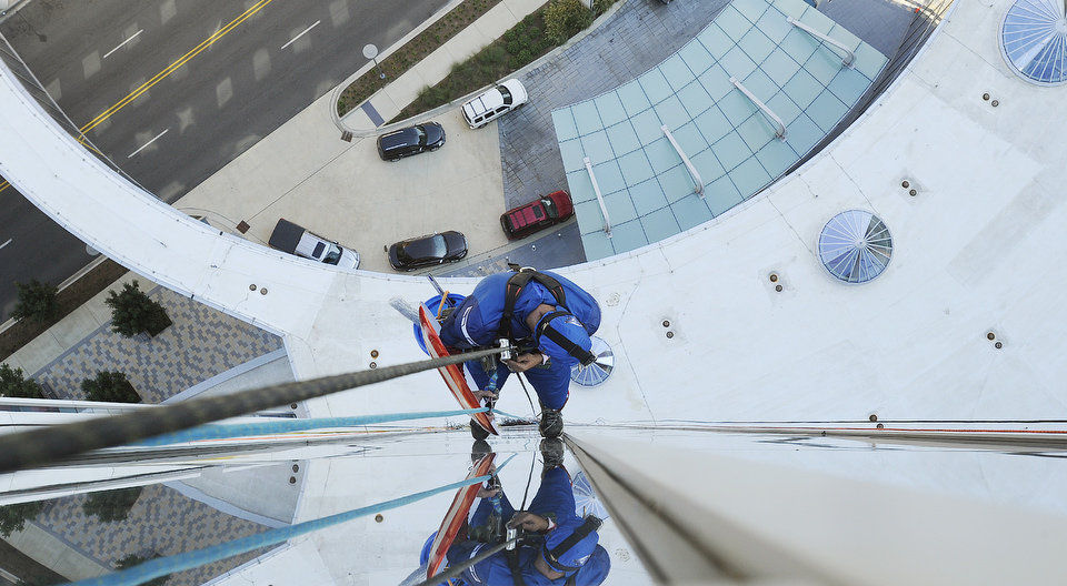 Window Washers Dress Up As Superheroes To Surprise Sick Kids