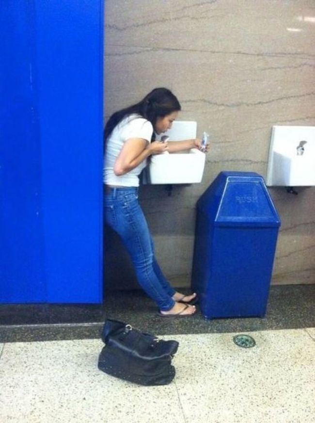 21 People Who Should Not Be Allowed To Have Phones