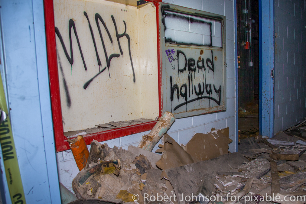 Man Explores Abandoned Hospital And It Looks Like A Set From 'The Walking Dead'