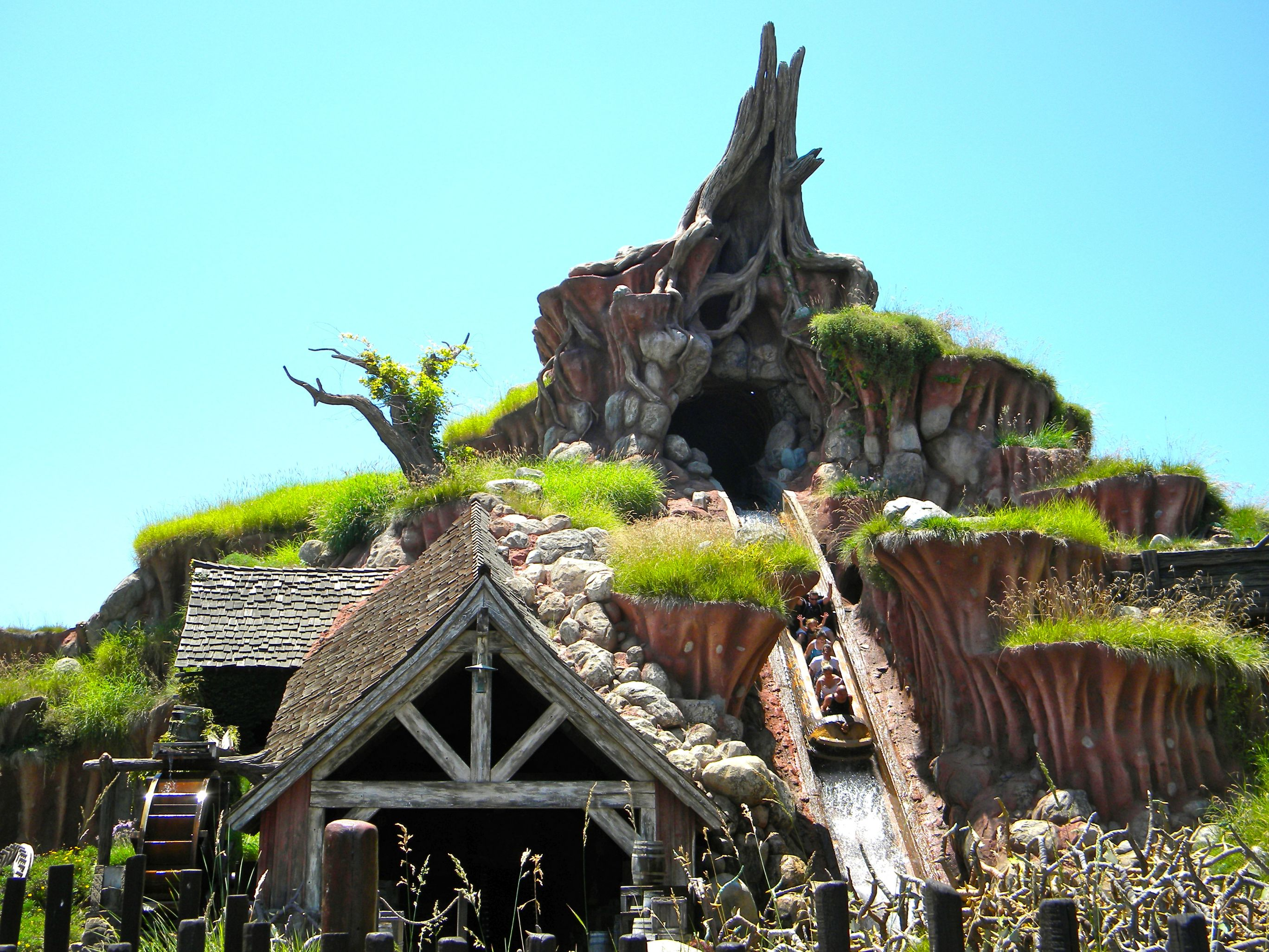 33 Magical Facts About Disneyland