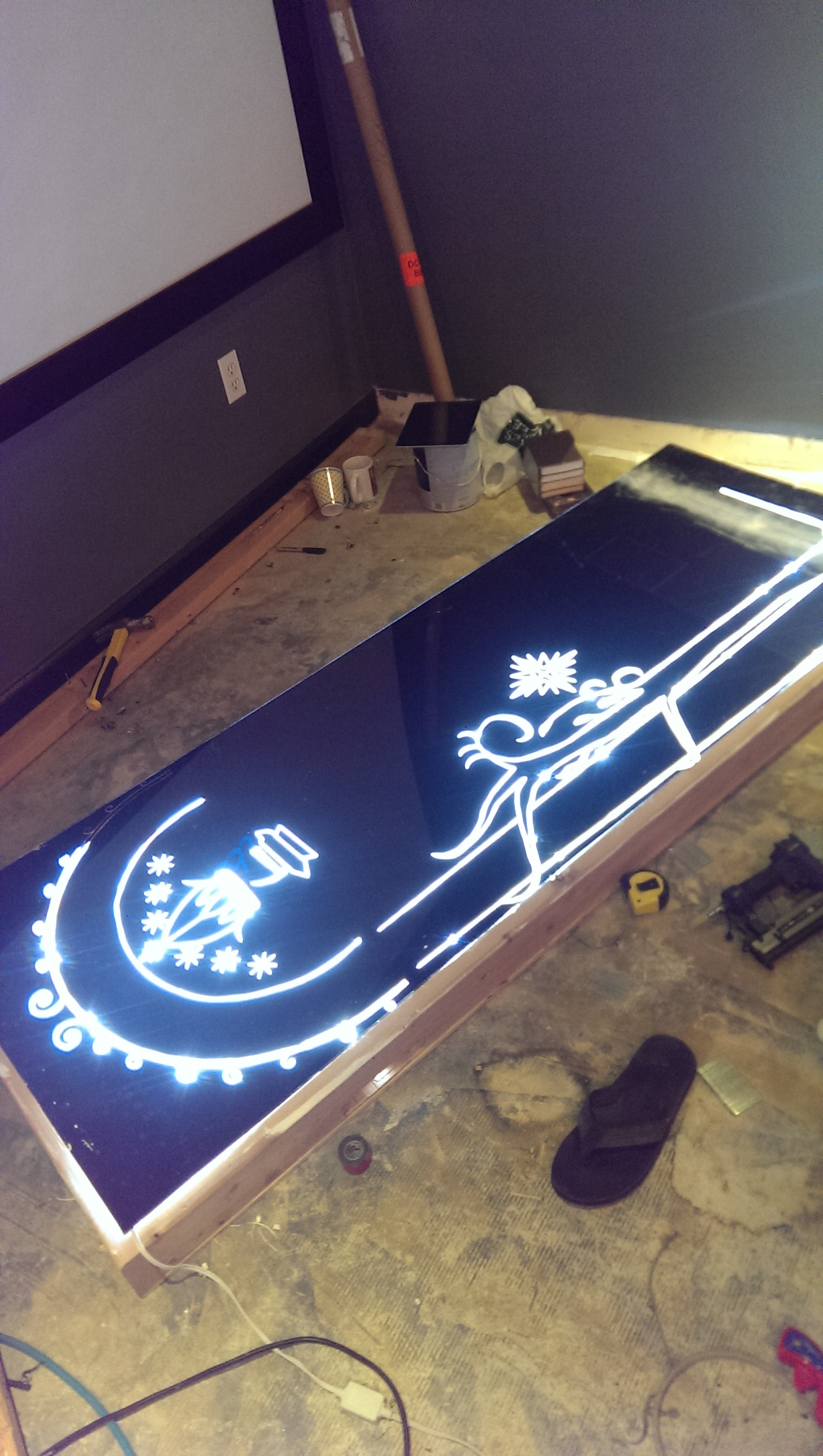 Guy Builds An Amazing Hidden 'Lord of the Rings' Themed Door In His Home