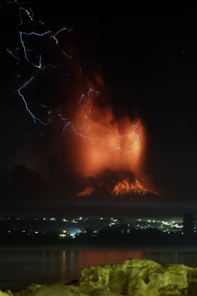 30 Astonishing Pictures Of The Calbuco Volcano Eruption In Chile That Caused 4,000 People To Evacuate