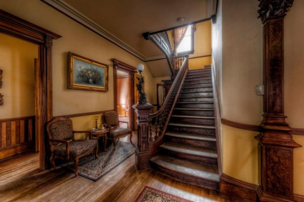This 1875 Mansion Is Being Sold For Dirt Cheap, But No One Wants To Buy It Because People Think It's Haunted