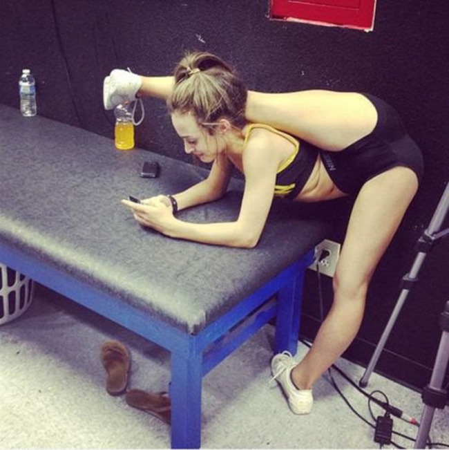 20 People That Are So Flexible It Almost Hurts To Look At Them