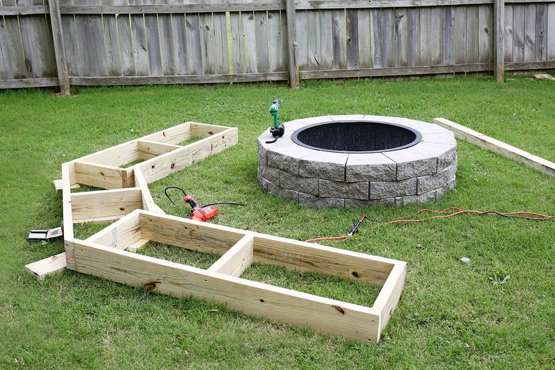 You Can Build A $2,000 Curved Fire Pit Bench For Only $125