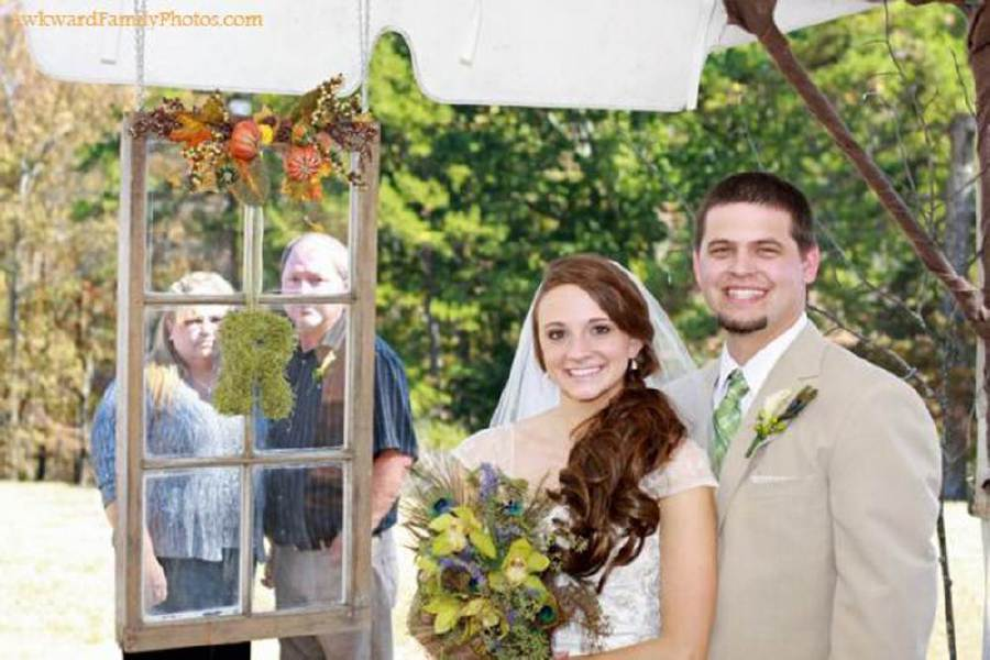27 Awkward Wedding Photos That Are So Bad They're Good