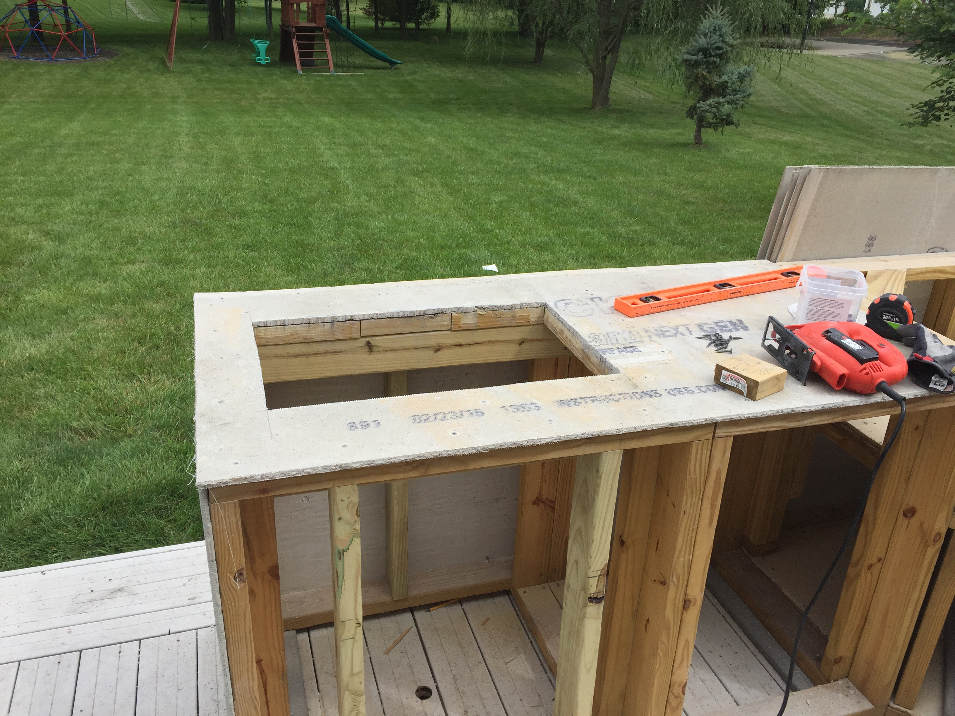 Guy With No Experience Builds Outdoor Kitchen That Would Make Any Neighbor Jealous