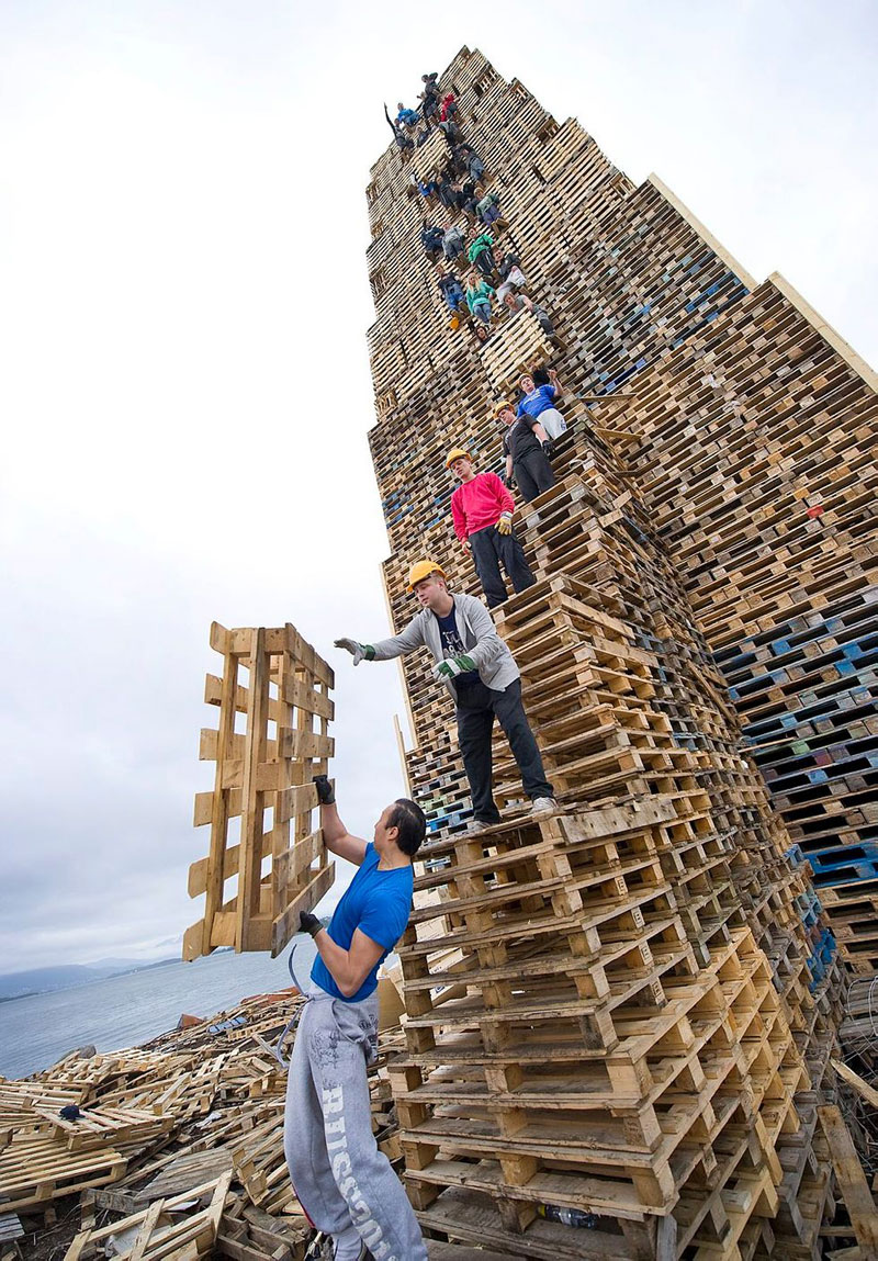 People Stack Thousands Of Pallets And Create The World's Largest Bonfire