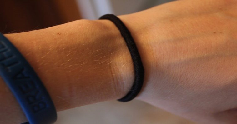 Woman's Hair Tie Gave Her An Infection That Needed Emergency Surgery