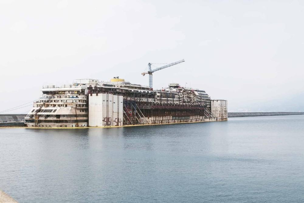 22 Pictures Of The Costa Concordia Cruise Liner After Being Underwater For 2 Years