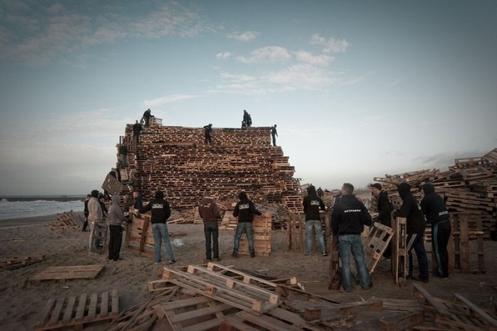 Teams Compete To Create The World's Largest Bonfire By Stacking Thousands Of Pallets