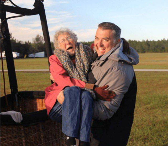 90-Year-Old Woman Refuses Cancer Treatment So She Can Fulfill Her Bucket List