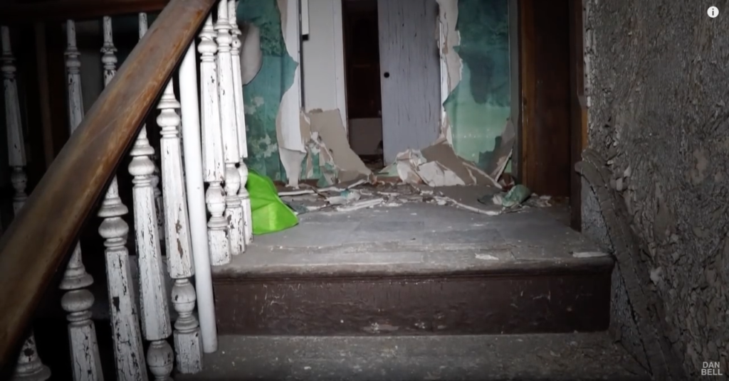 Guy Decides To Explore An Abandoned Building That Turned Out To Be Crack House