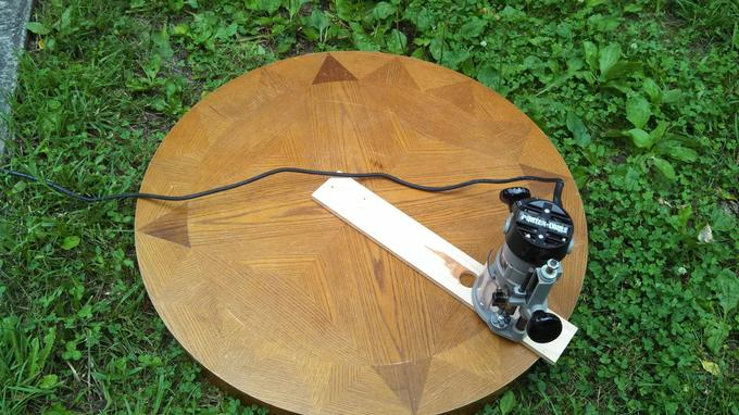 This DIY Compass Table Can Be Controlled By Coasters