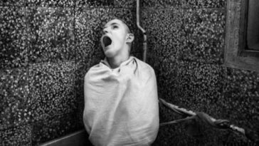 28 Haunting Photos From Old Mental Asylums