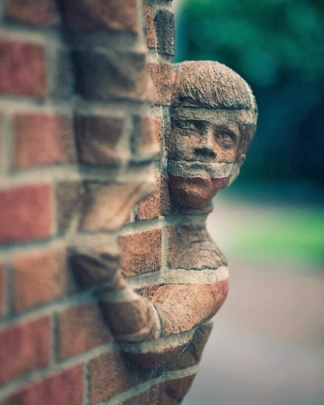 Man Creates Incredible People Sculptures Out Of Bricks