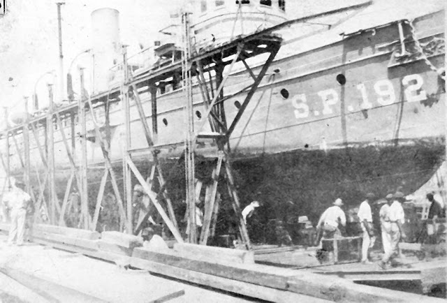 Kayakers Discover A 110-Year-Old Abandoned Ghost Ship That Had Quite The History