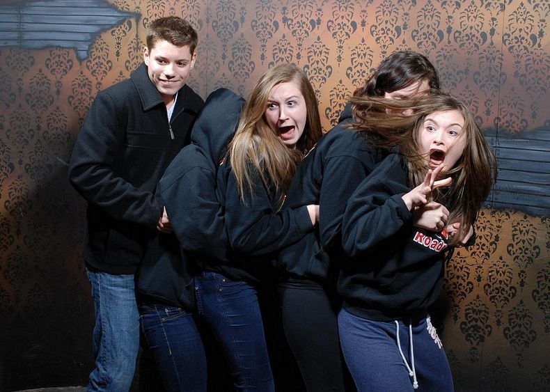 25 Hilarious Moments A Security Cam Caught People Getting Scared To Death In A Haunted House