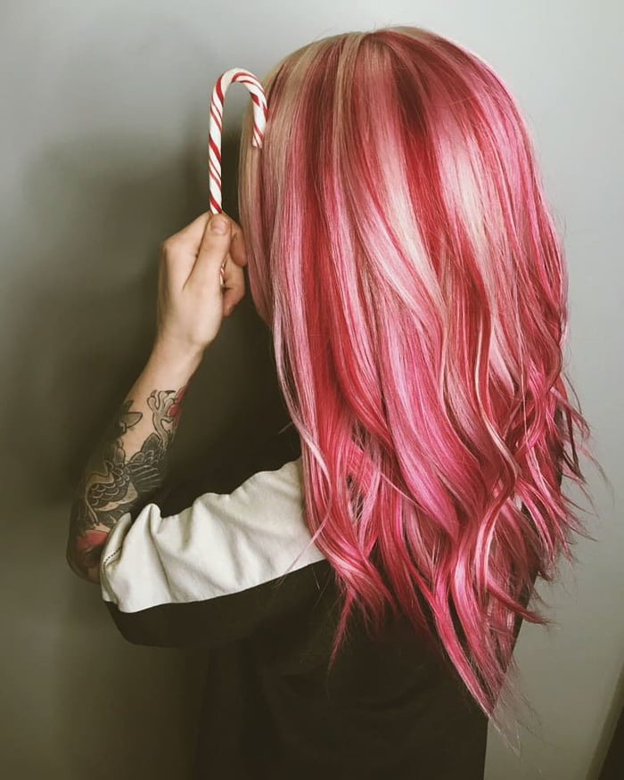 People Are Making Their Christmas Extra Sweet This Year With Candy Cane Hair (15 Pics)