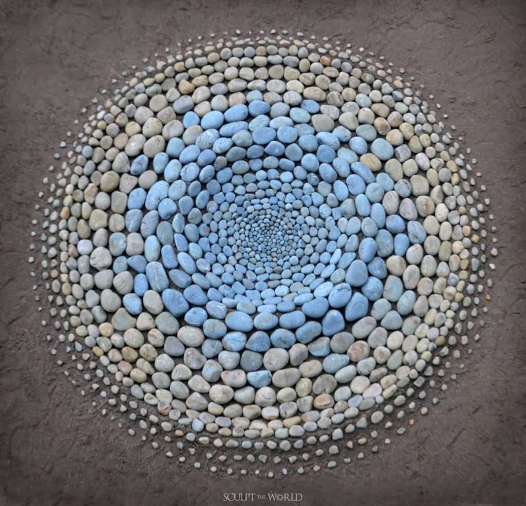 Land Artist Finds It Therapeutic To Surprise Beachgoers By Arranging Stones In Stunning Patterns (27 Pics)