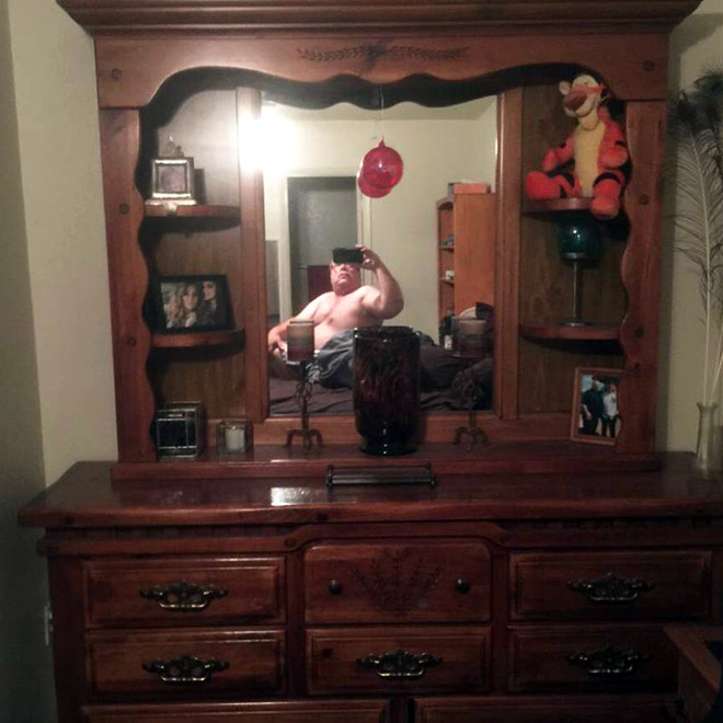 These 33 People Trying To Sell Mirrors Might Just Be My New Favorite Thing
