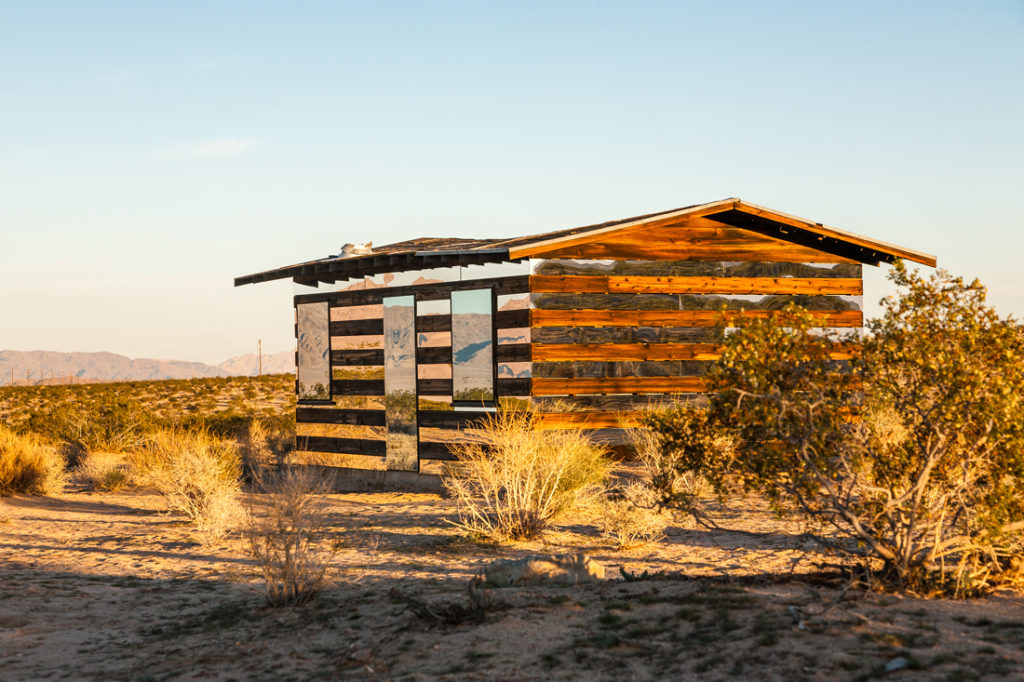 Man Transforms Abandoned Shack In The Desert Into A Reflective Beacon